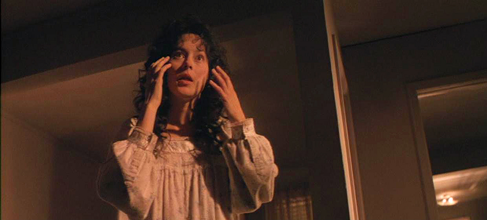 Meg Tilly as the mother in Body Snatchers (1993)
