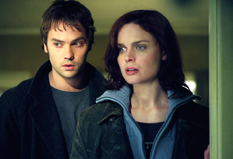 Barry Watson and girlfriend Emily Deschanel in Boogeyman (2005)
