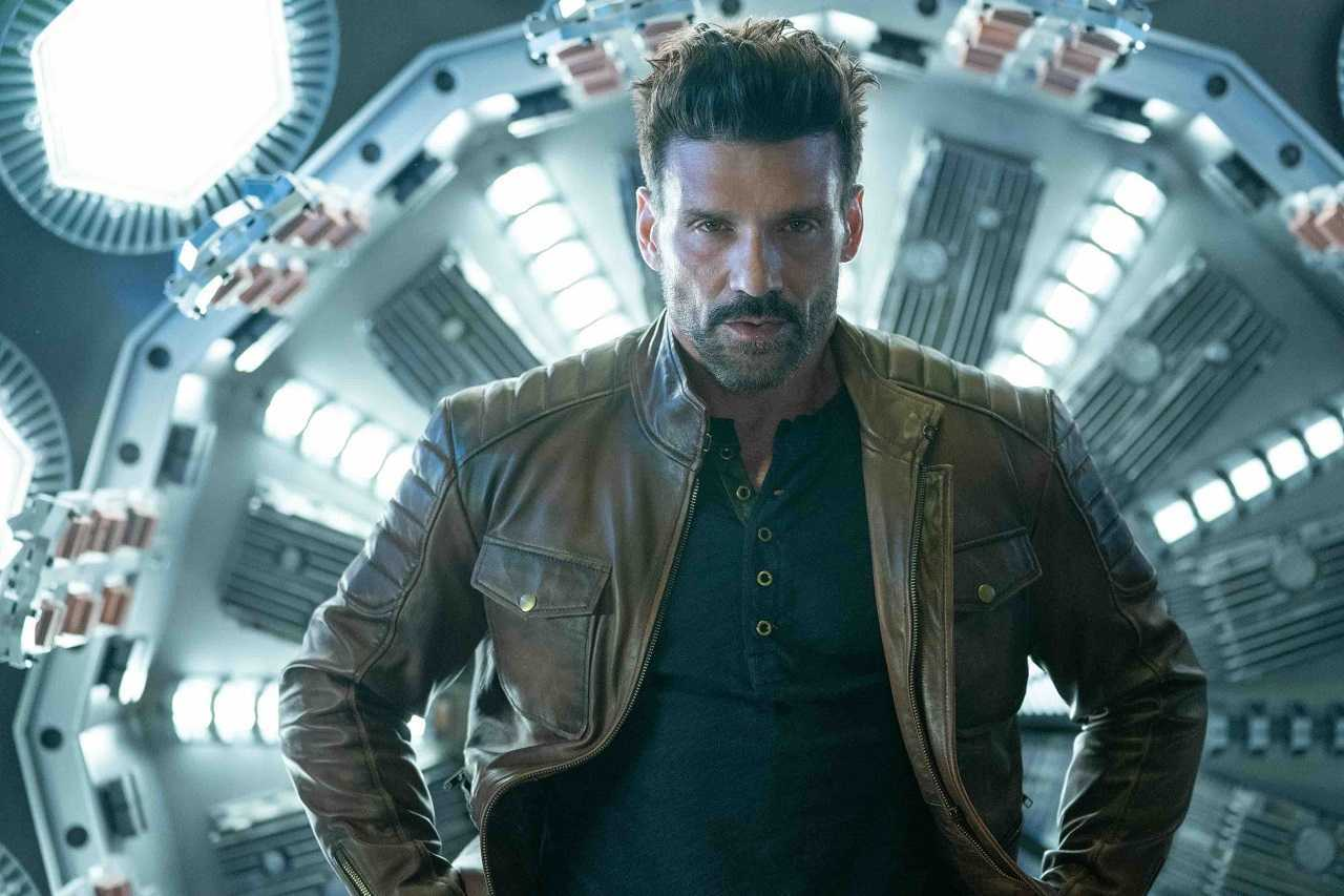 Roy Pulver (Frank Grillo) against The Osiris Spindle in Boss Level (2020)