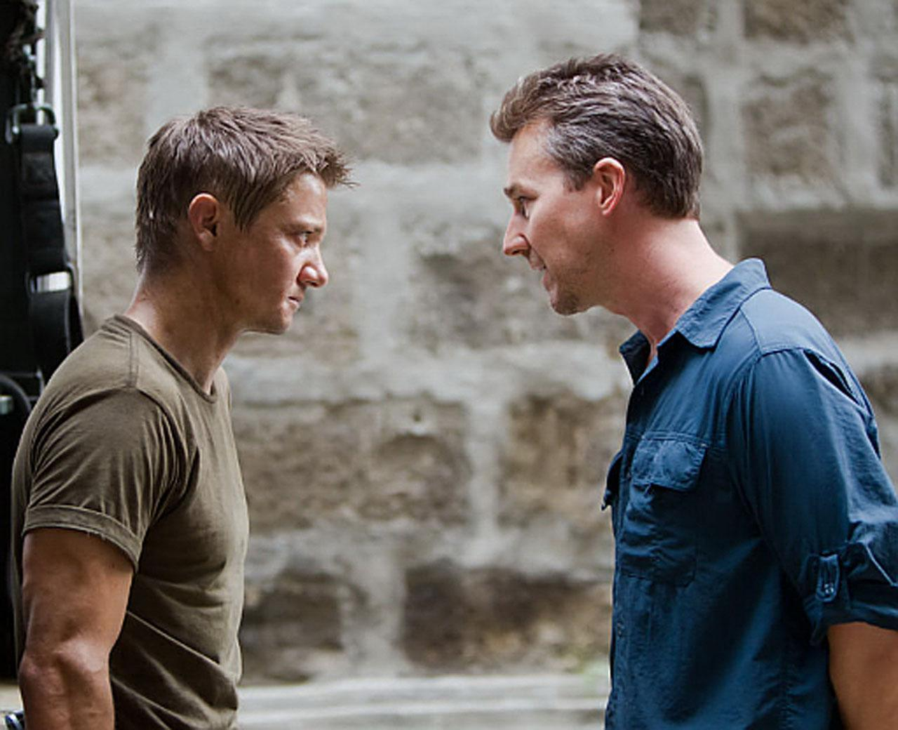 Agent Aaron Cross (Jeremy Renner) and CIA bad guy Eric Byer (Edward Norton) in The Bourne Legacy (2012)