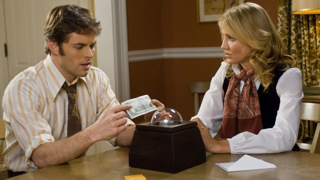 Arthur and Norma Lewis (James Marsden and Cameron Diaz) contemplating pushing the button on The Box (2009)