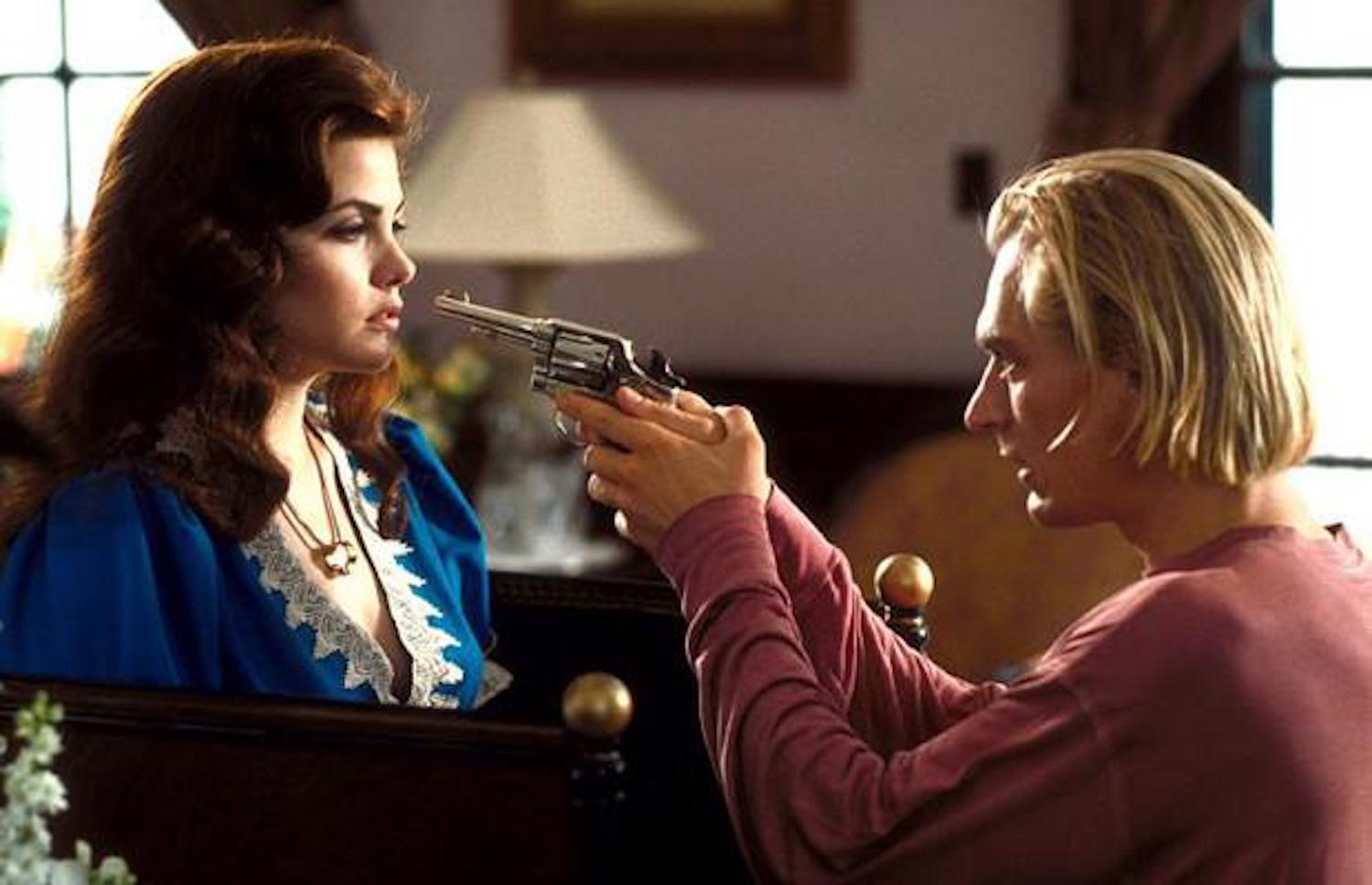Sherilyn Fenn abducted by Julian Sands in Boxing Helena (1993)