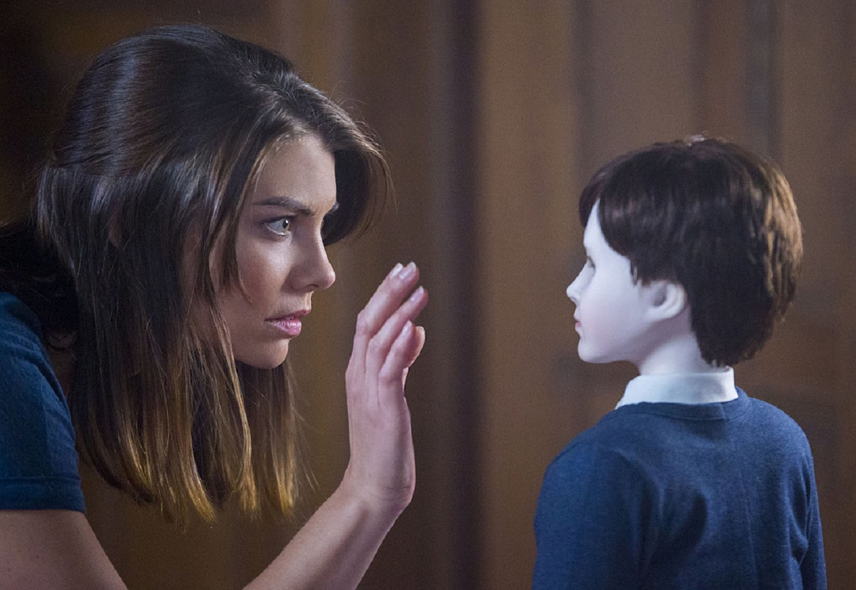 Lauren Cohan and Brahms in The Boy (2016)