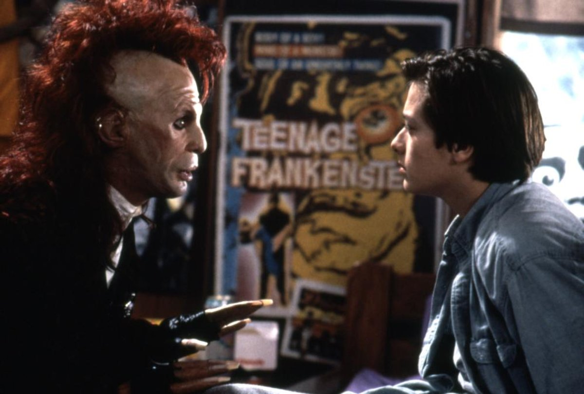 Teenage videogamer Edward Furlong meets Trickster (T. Ryder Smith) in Brainscan (1994)