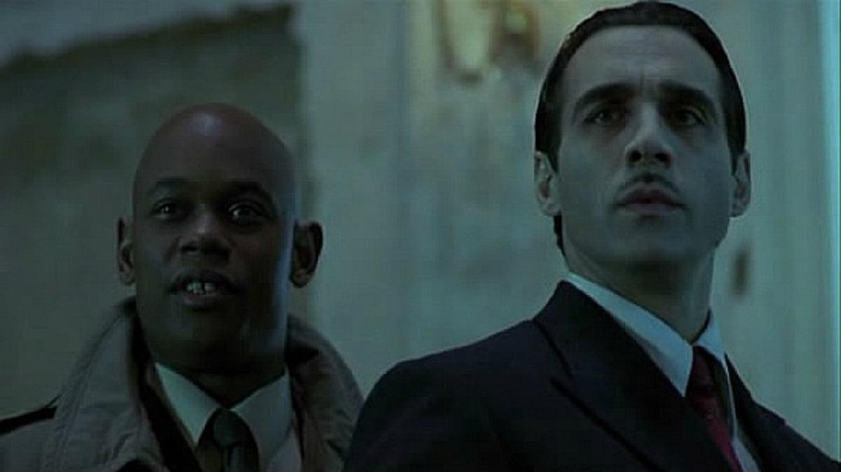 Human detective Steven Grant (Bookeem Woodbine) and his vampire partner Aaron Gray (Adrian Paul) in The Breed (2001)