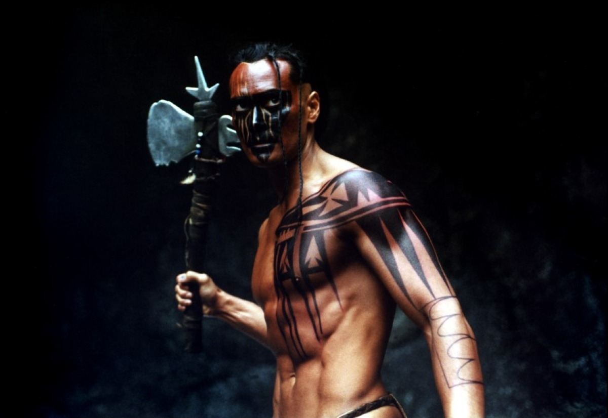 Mark Dacascos as the Iroquois warrior Mani in Brotherhood of the Wolf (2001)