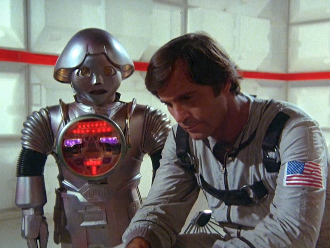 Buck Rogers (Gil Gerard) and the robot Twiki (Felix Silla) in Buck Rogers in the 25th Century (1979)