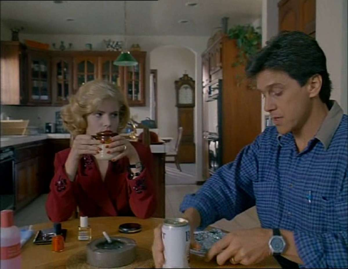 Husband Tim Matheson and wife Jennifer Jason Leigh as she schemes to murder him in Buried Alive (1990)