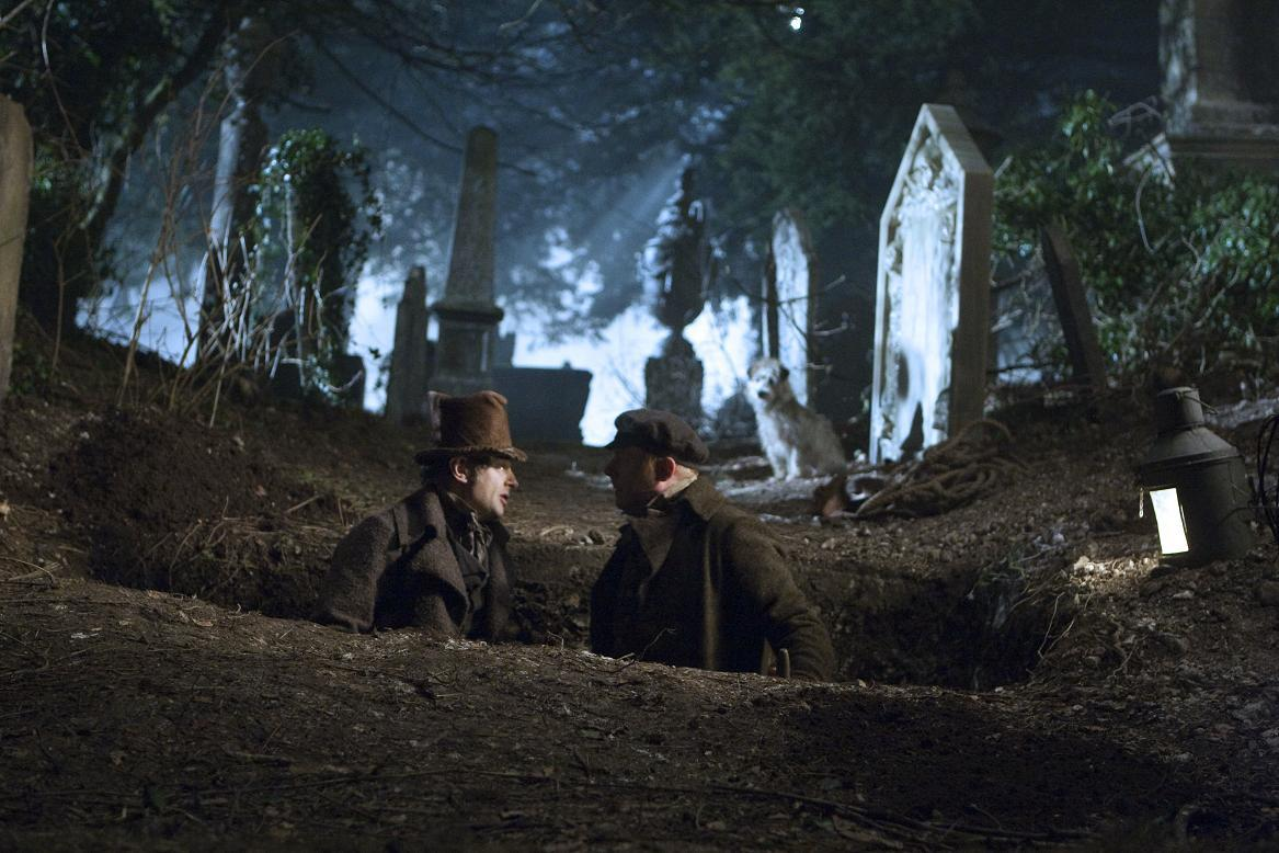 (l to r) Andy Serkis and Simon Pegg engage in a spot of grave robbing in Burke & Hare (2010)
