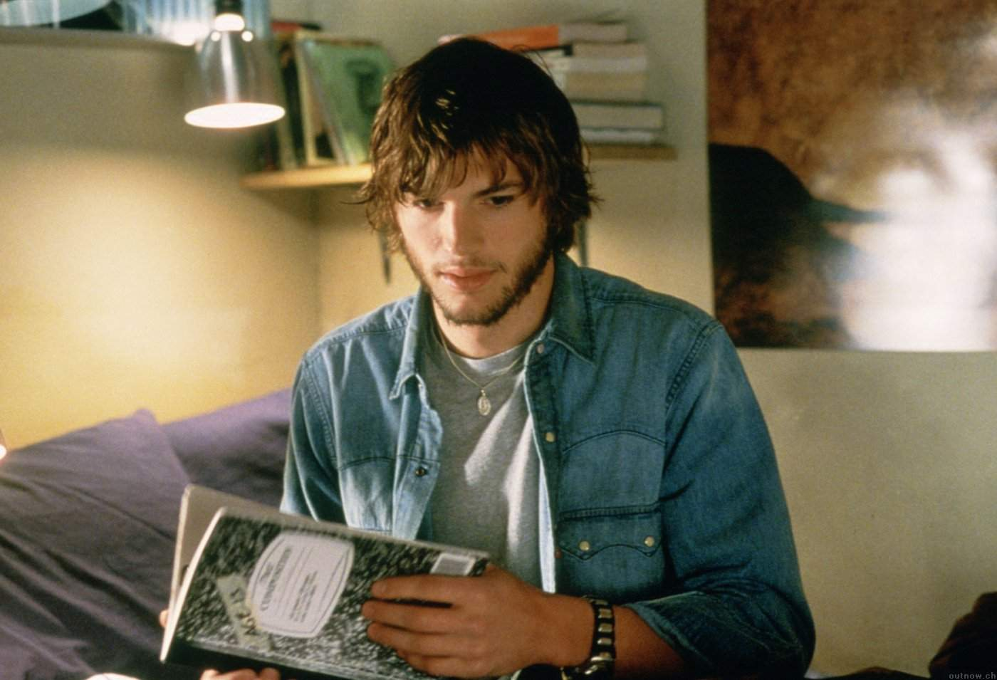 Evan Treborn (Ashton Kutcher) develops an ability to travel in time in The Butterfly Effect (2004)
