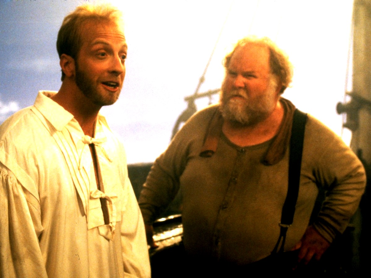 (l to r) Chris Elliott as Nathaniel Mayweather and ship's captain Ritch Brinkley in Cabin Boy (1994)