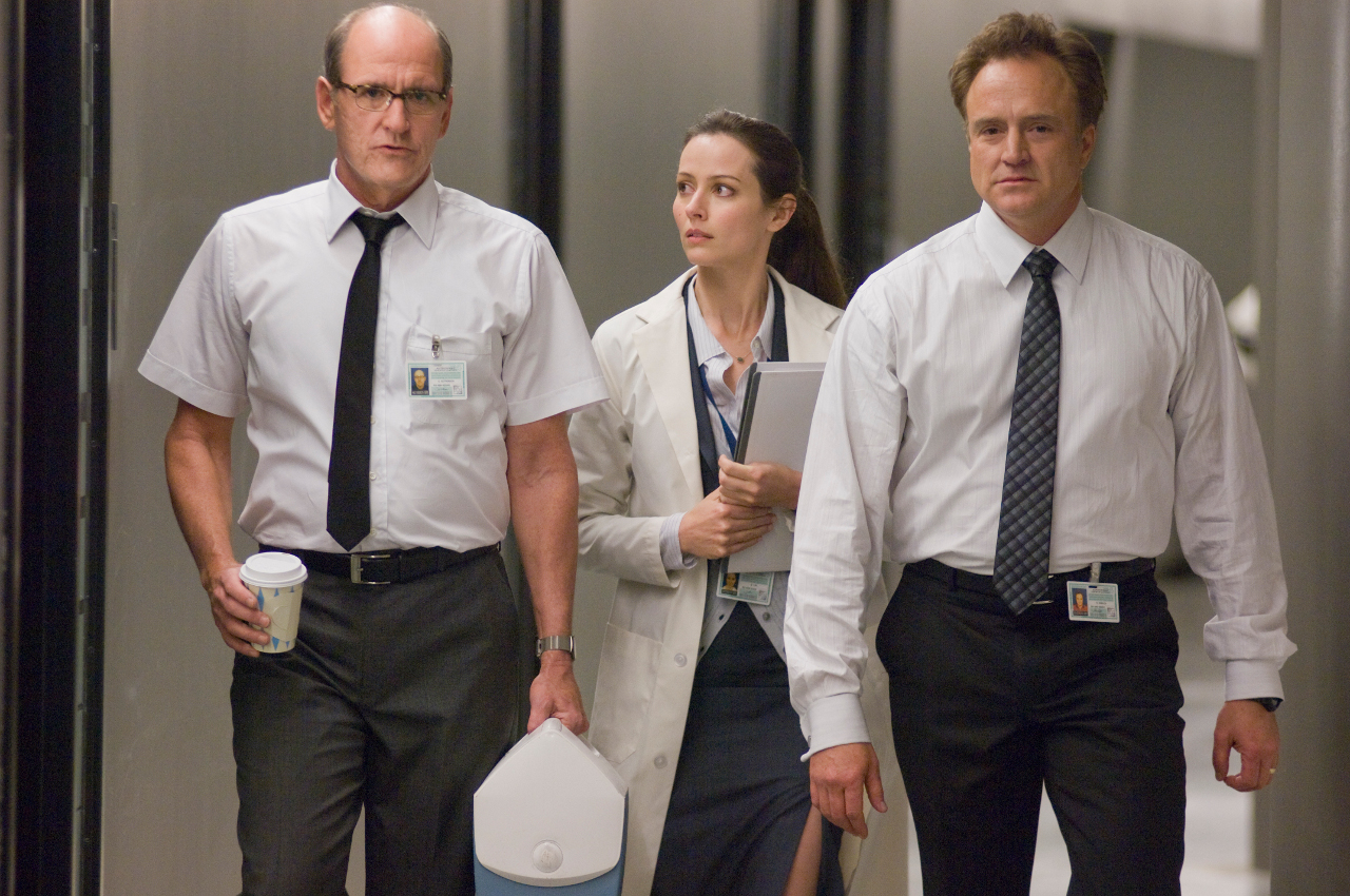 The technicians in the control room - Richard Jenkins, Amy Acker, Bradley Whitford in The Cabin in the Woods (2012)