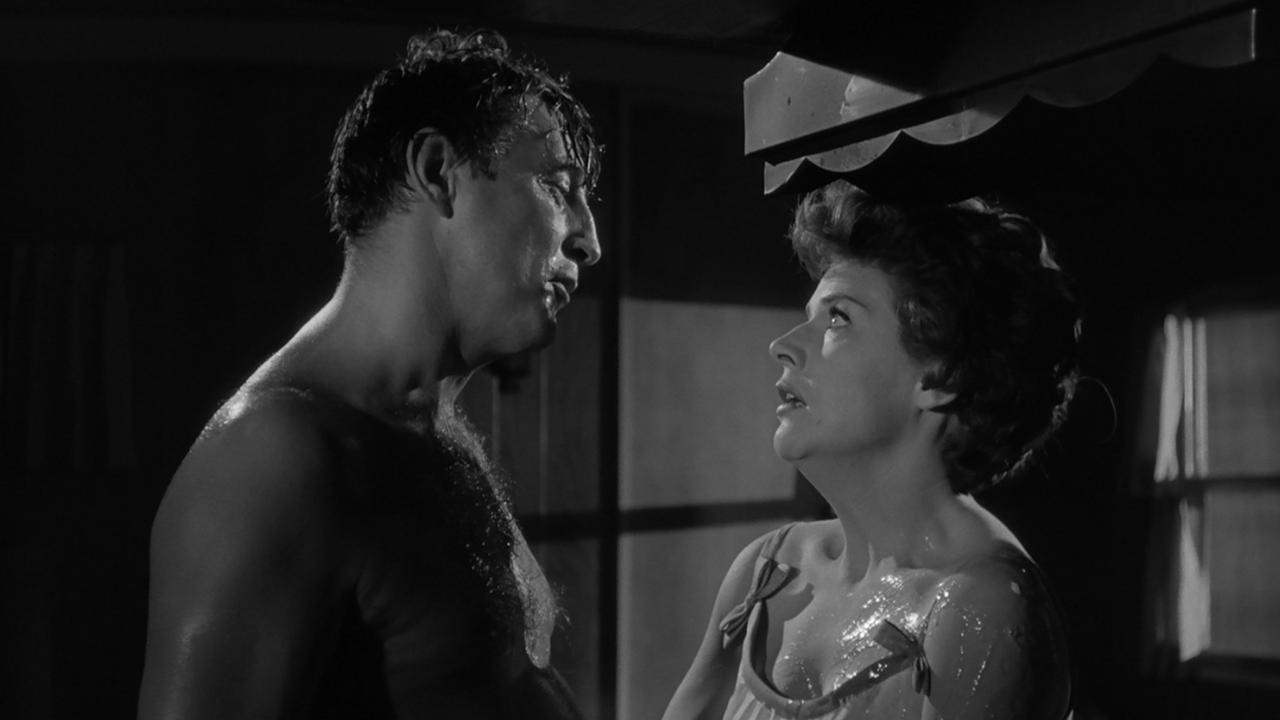 Robert Mitchum threatens Polly Bergen in Cape Fear (1962)