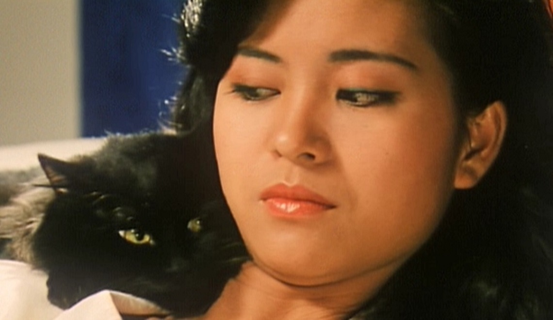 Gloria Yip and alien-possessed cat in The Cat (1992)