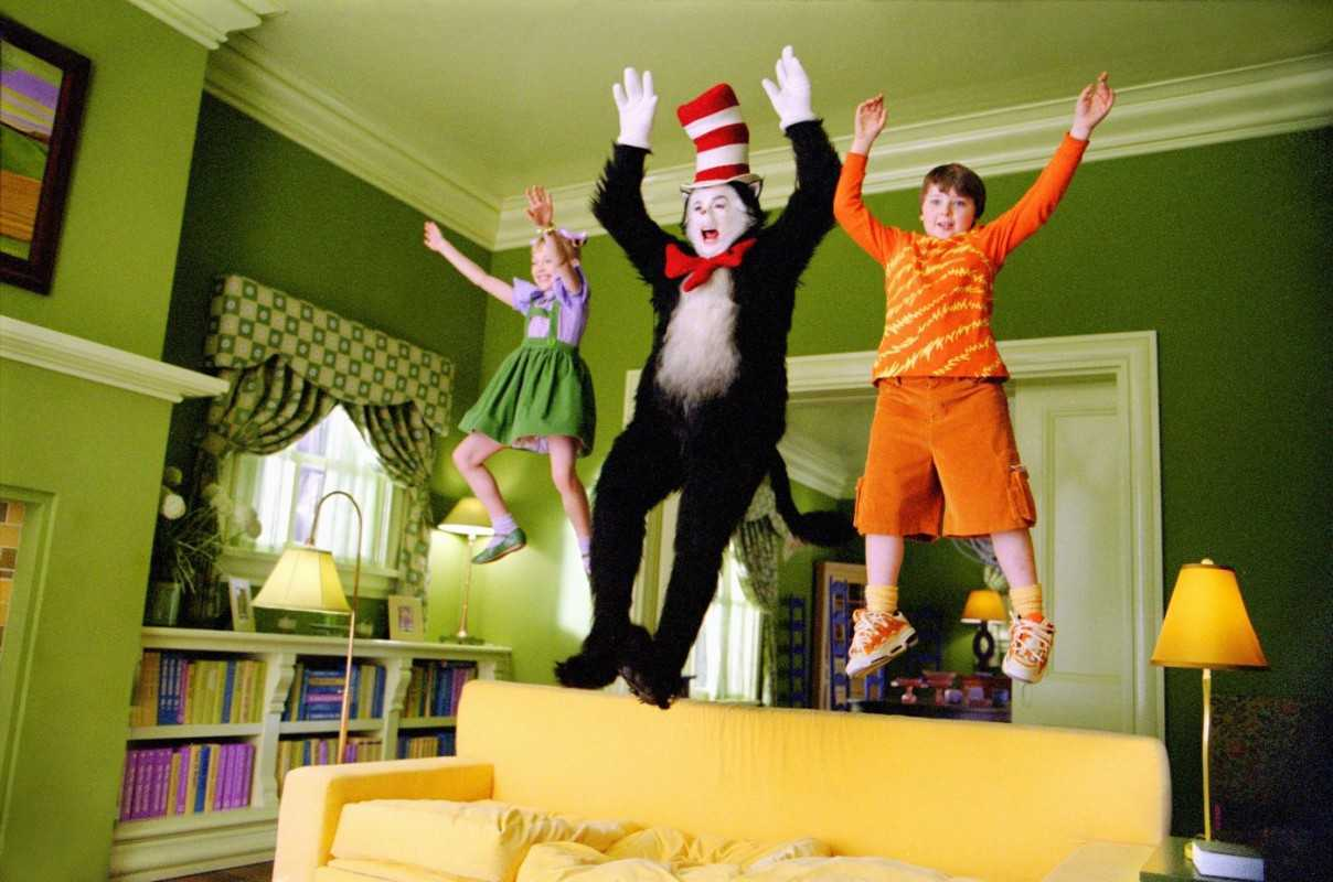 The Cat in the hat (Mike Myers) causes mischief with Dakota Fanning and Spencer Breslin in The Cat in the Hat (2003)