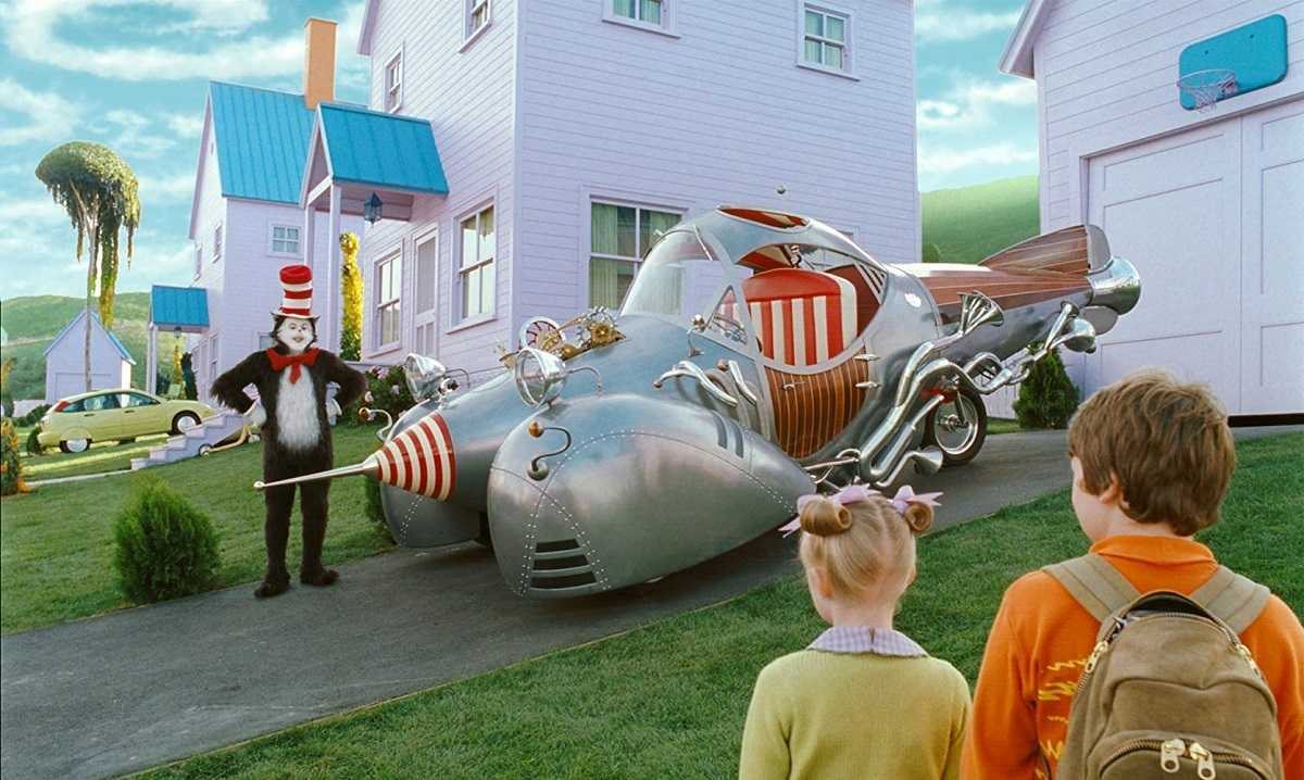 The Cat in the Hat (Mike Myers) offers to take Dakota Fanning and Spencer Breslin for a ride in the Cat mobile in The Cat in the Hat (2003)