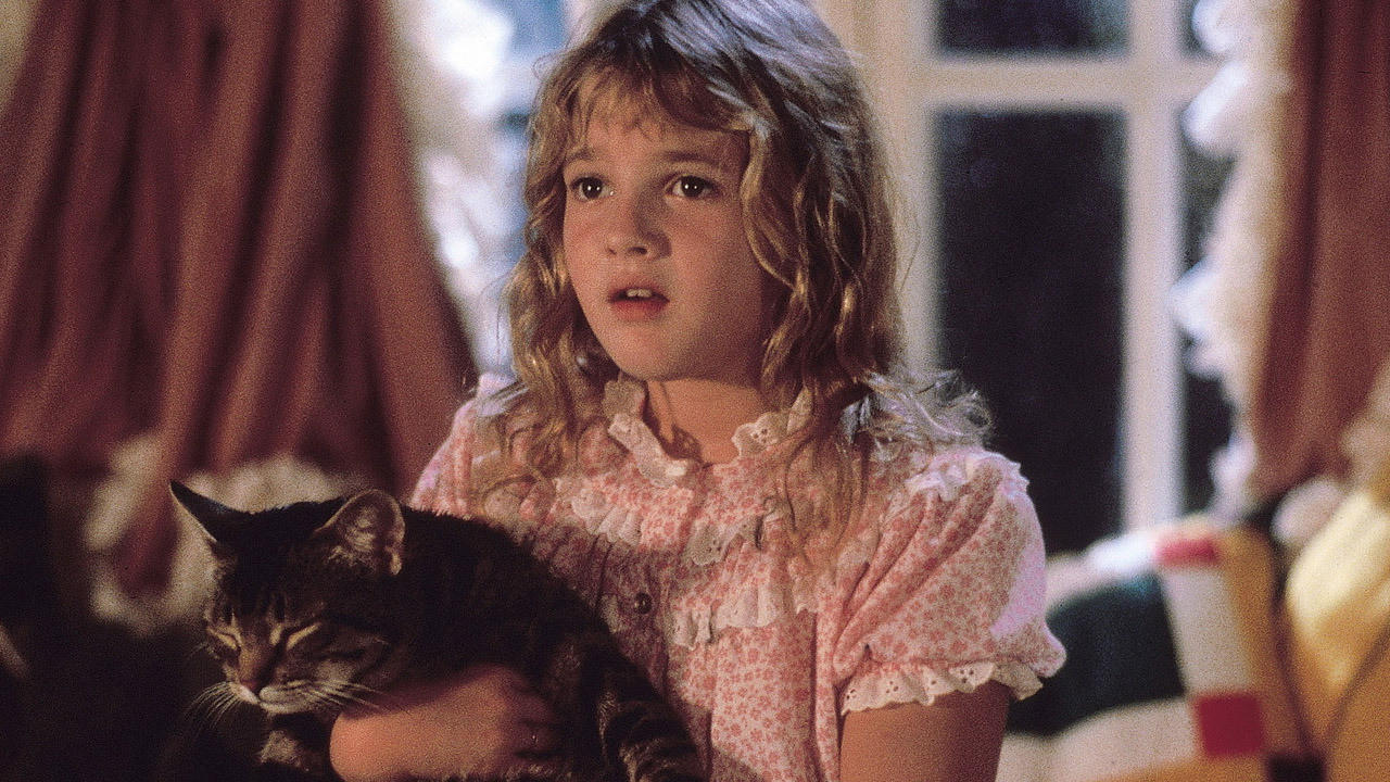 Drew Barrymore and cat in The General episode of Cats Eye (1985)
