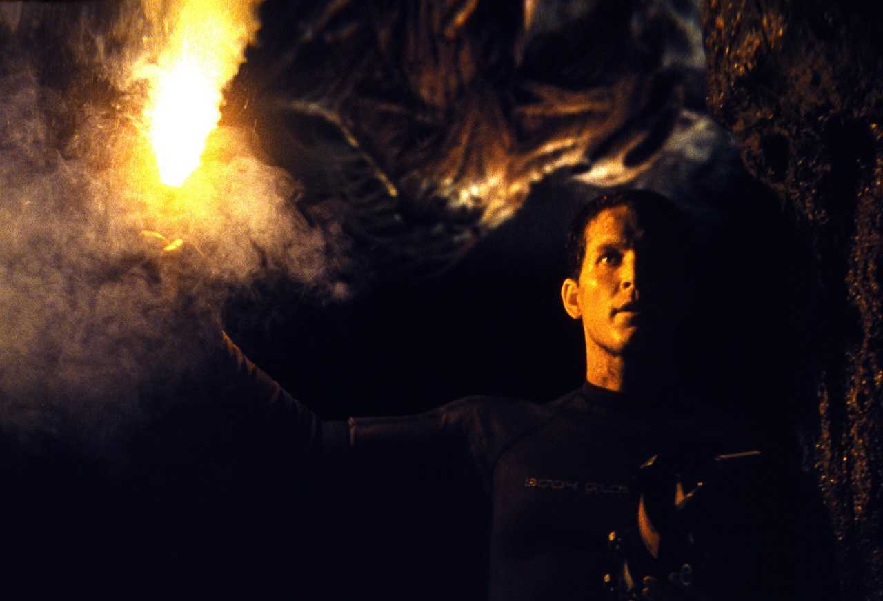 Cole Hauser and lurking cave monster in The Cave (2005)