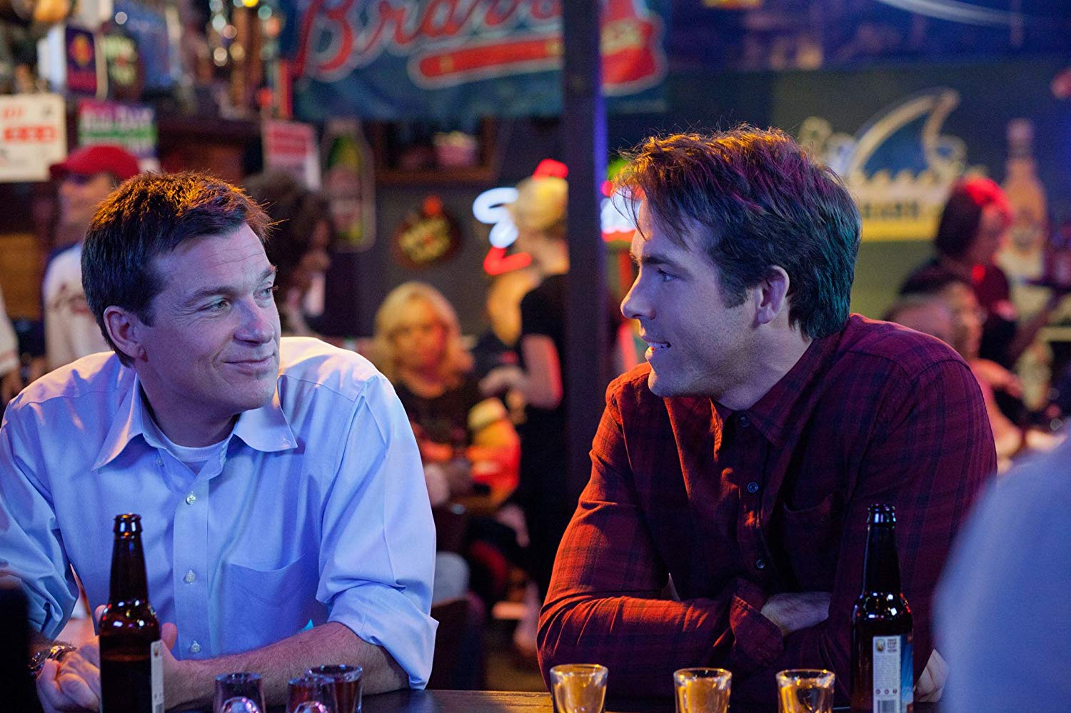 Best friends (l to r) family guy Jason Bateman and party Ryan Reynolds in The Change-Up (2011)