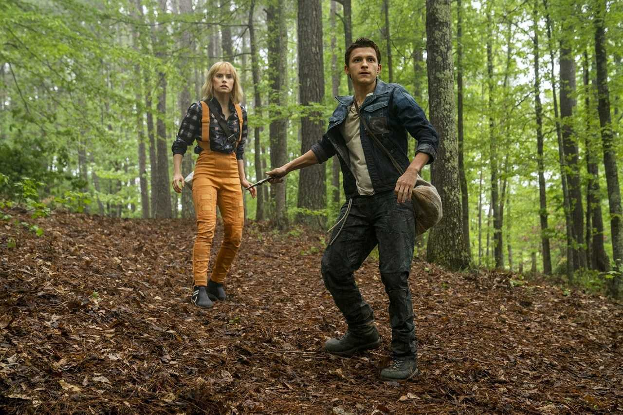 Viola Eade (Daisy Ridley) and Todd Hewitt) in Chaos Walking (2021)
