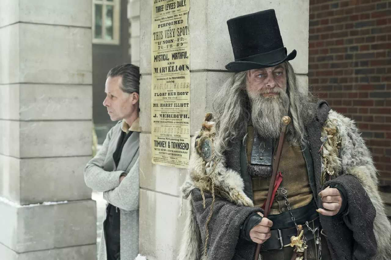 Scrooge (Guy Pearce) and The Ghost of Christmas Past (Andy Serkis) in A Christmas Carol (2019)
