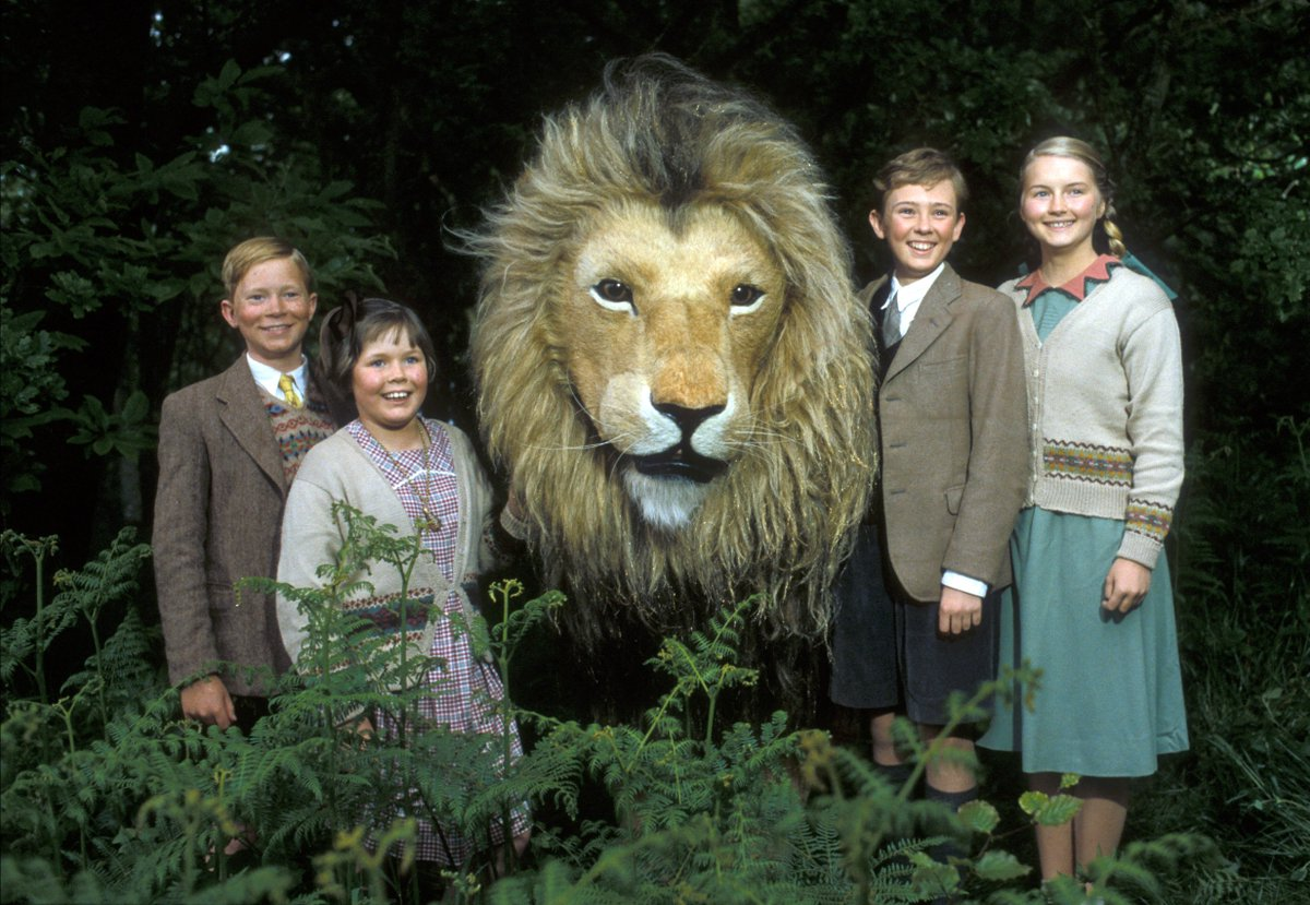 Peter (Richard Dempsey), Lucy (Sophie Wilcox), Edmund (Jonathan R. Scott) and Susan (Sophie Cook) with Aslan in The Chronicles of Narnia: The Lion, The Witch, & The Wardrobe (1988)