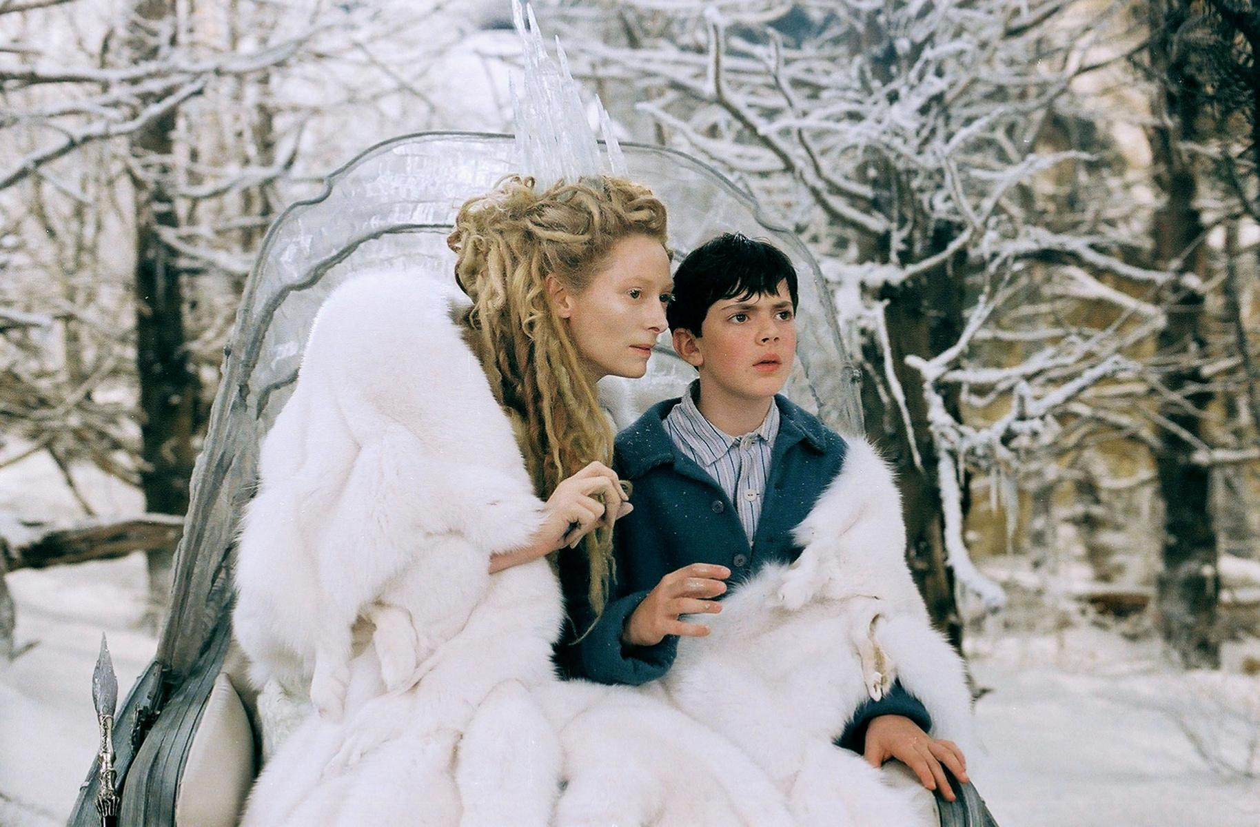 The White Witch (Tilda Swinton) tempts Edmund (Skandar Keynes) in The Chronicles of Narnia: The Lion, The Witch and the Wardrobe (2005)