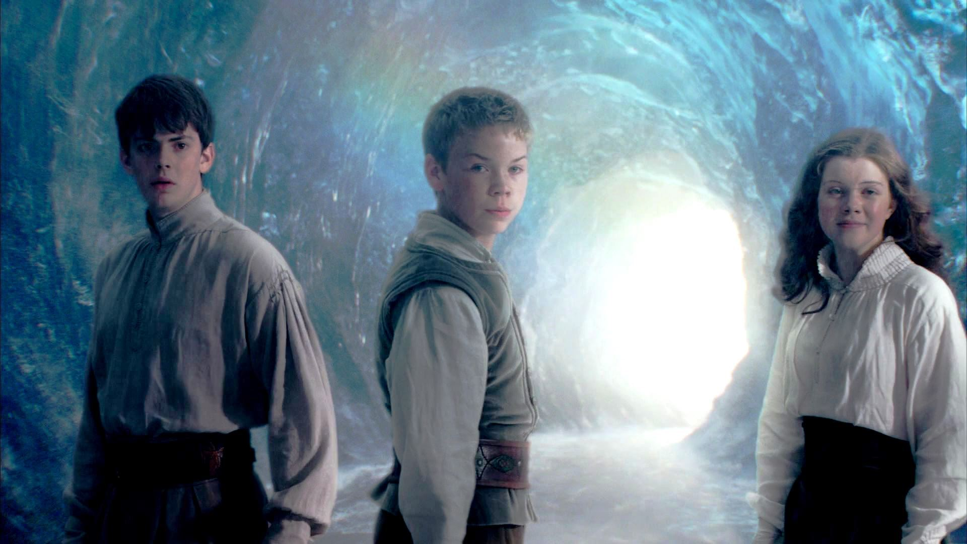 Return to Narnia - (l to r) Edmund (Skandar Keynes), Eustace (Will Poulter) and Lucy (Georgie Henley) in The Chronicles of Narnia: The Voyage of the Dawn Treader (2010)