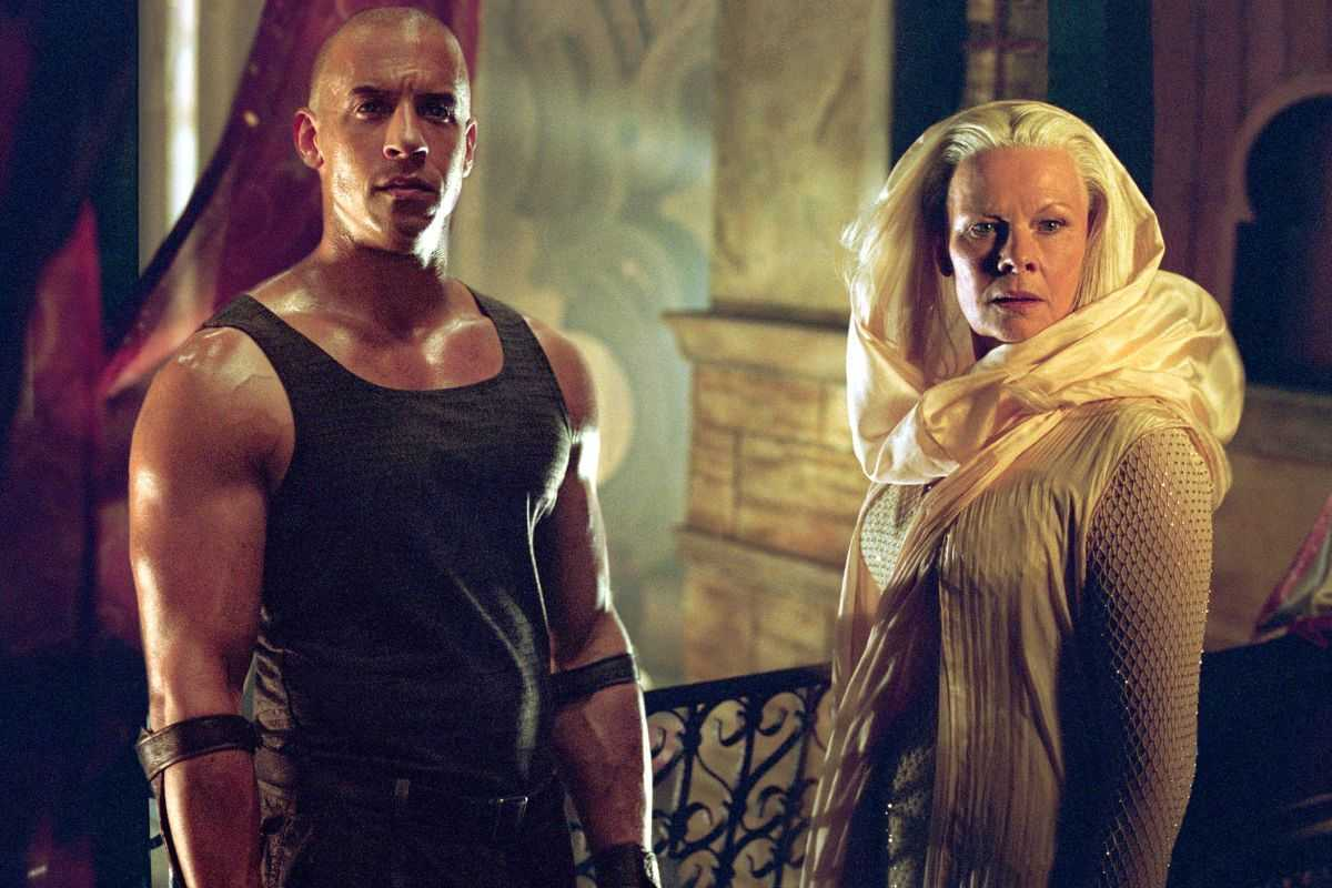 Vin Diesel as Riddick with Judi Dench as the Aereon in The Chronicles of Riddick (2004)