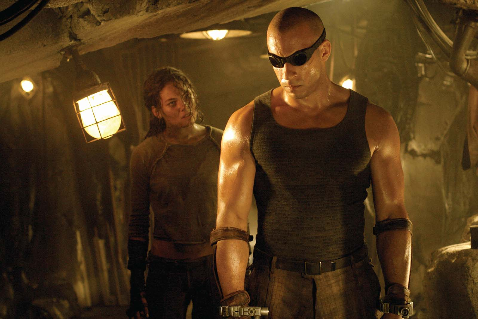 Vin Diesel as Riddick with Alexa Davalos as Kyra/Jack in The Chronicles of Riddick (2004)
