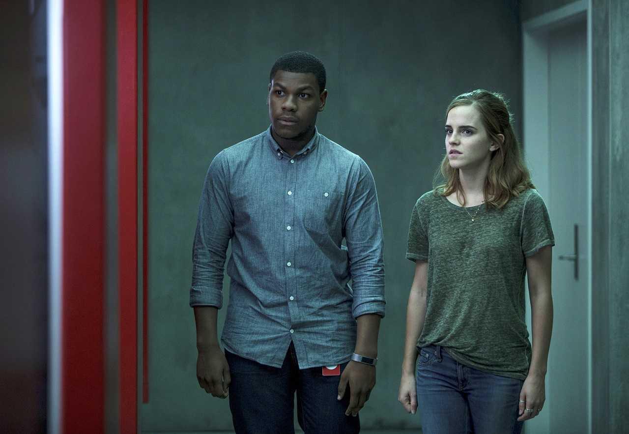 Ty Laffite (John Boyega) and Mae Holland (Emma Watson) in The Circle (2017)