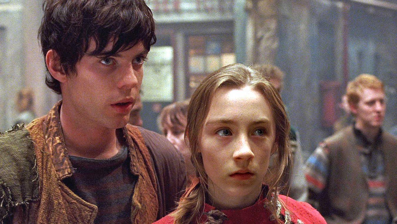 Doon Harrow (Harry Treadaway) and Lina Mayfleet (Saoirse Ronan) in City of Ember (2008)