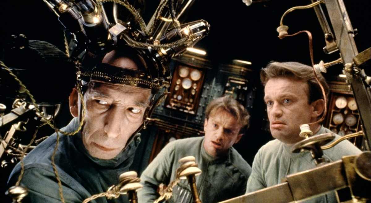 The scientist Krank (Daniel Emilfork) and two of the clones of Dominique Pinon in The City of Lost Children (1995)