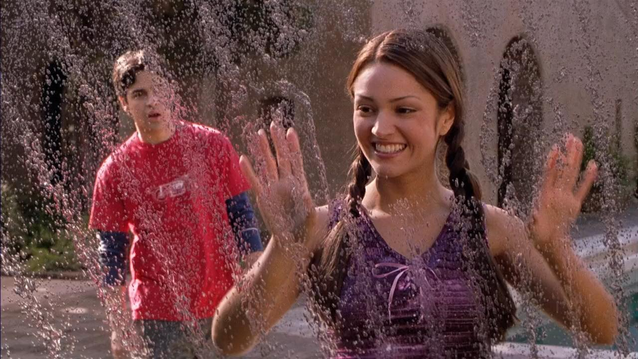 Jesse Bradford and Paula Garces in Clockstoppers (2002)