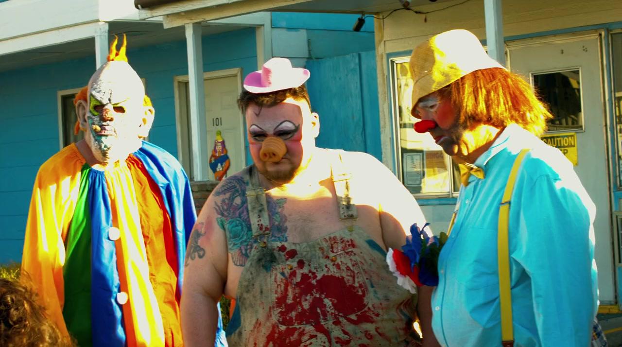 Killer clowns in Clown Motel (2019)