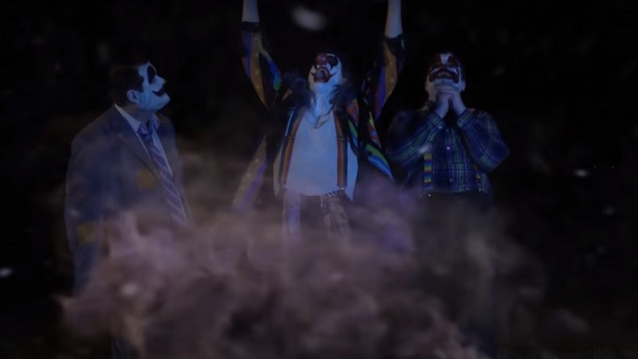 A storm of killer clowns. (With Big Ronnie (John O'Hara) centre) in Clownado (2019)