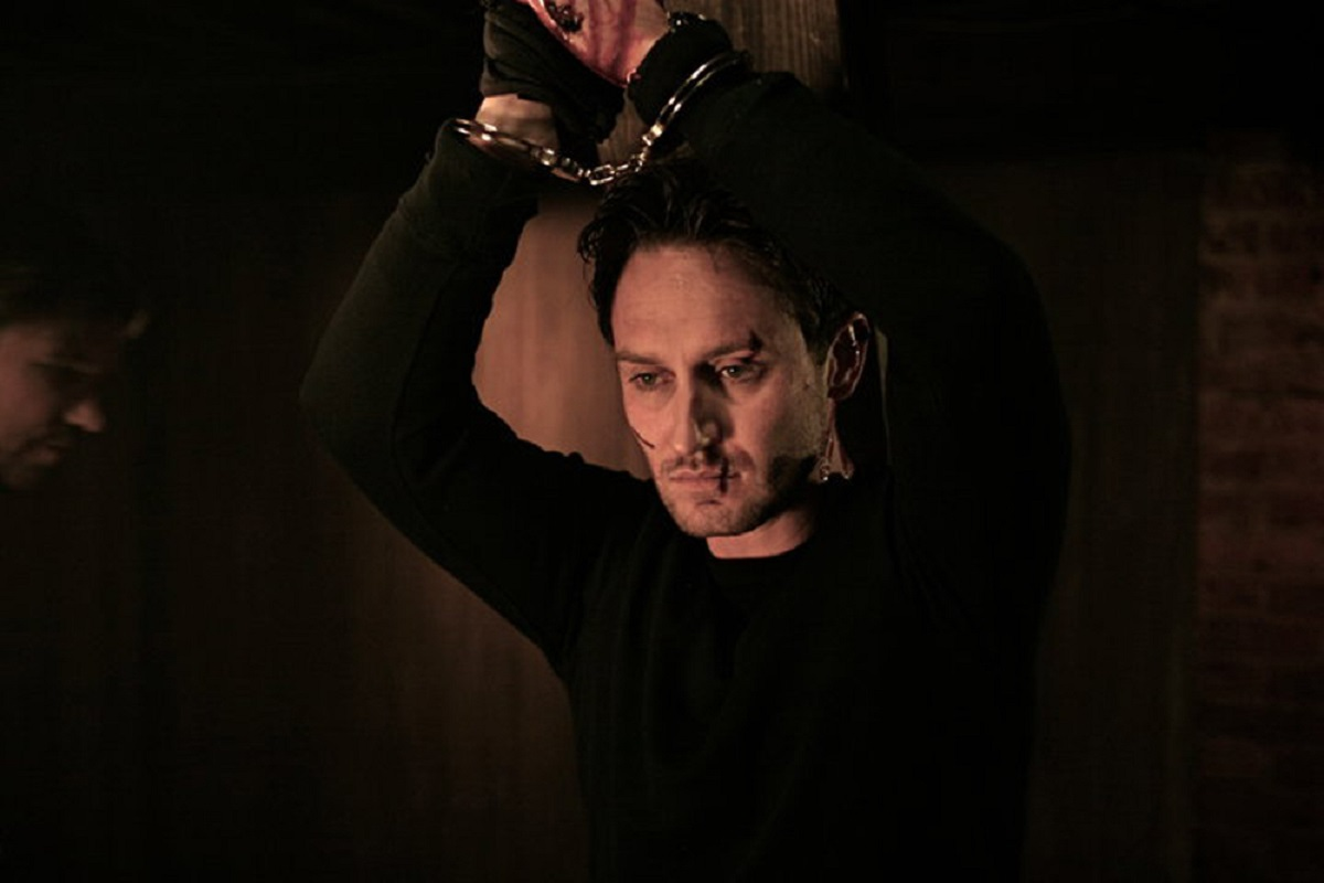 An imprisoned Josh Stewart in The Collector (2009)