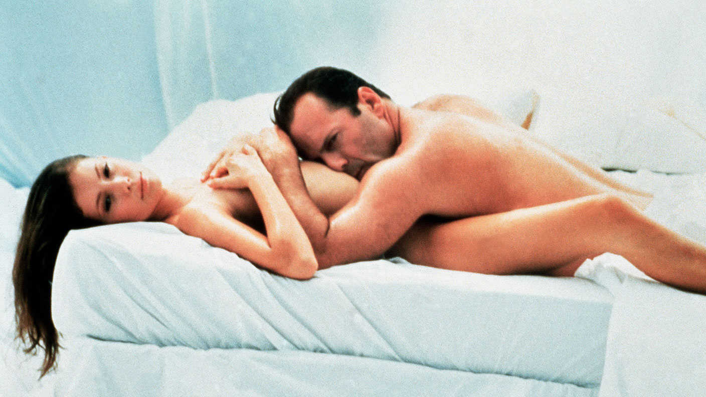 Bruce Willis and Jane March in Color of Night (1994)
