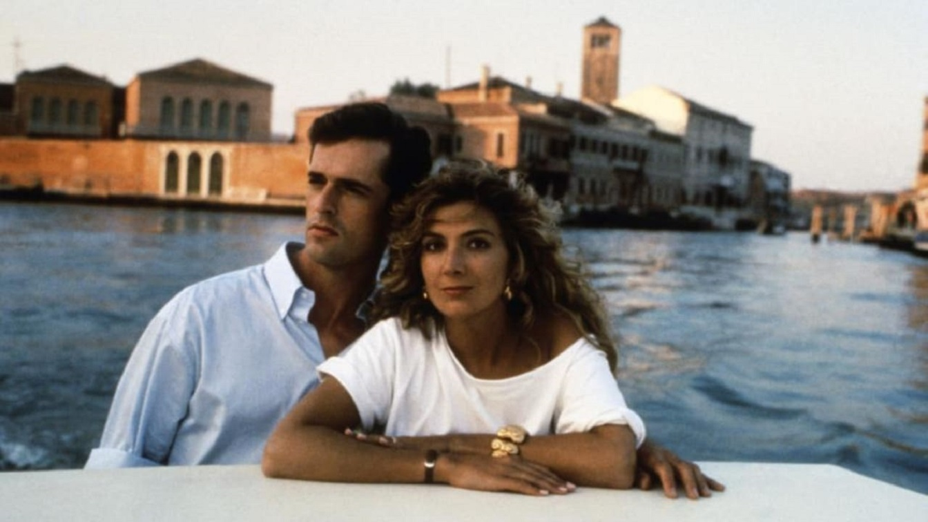Husband and wife Rupert Everett and Natasha Richardson in Venice in The Comfort of Strangers (1990)