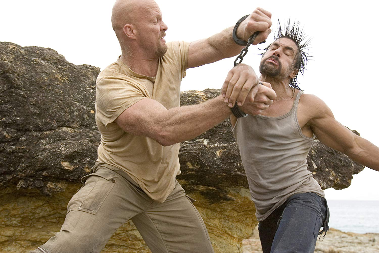 Barehands survivalism - (l to r) Steve Austin takes on Manu Bennett in The Condemned (2007)