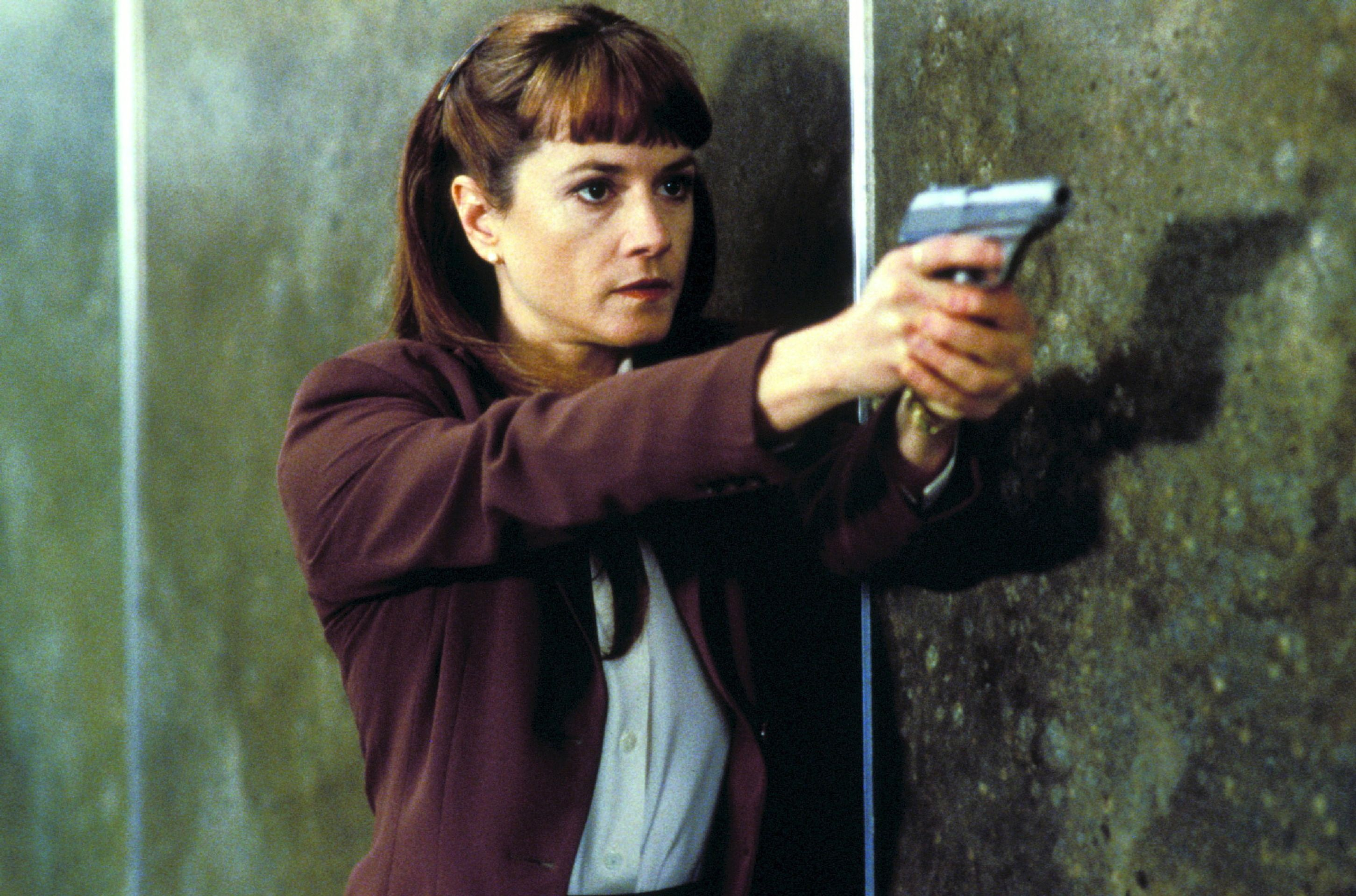 Detective Holly Hunter in Copycat (1995)