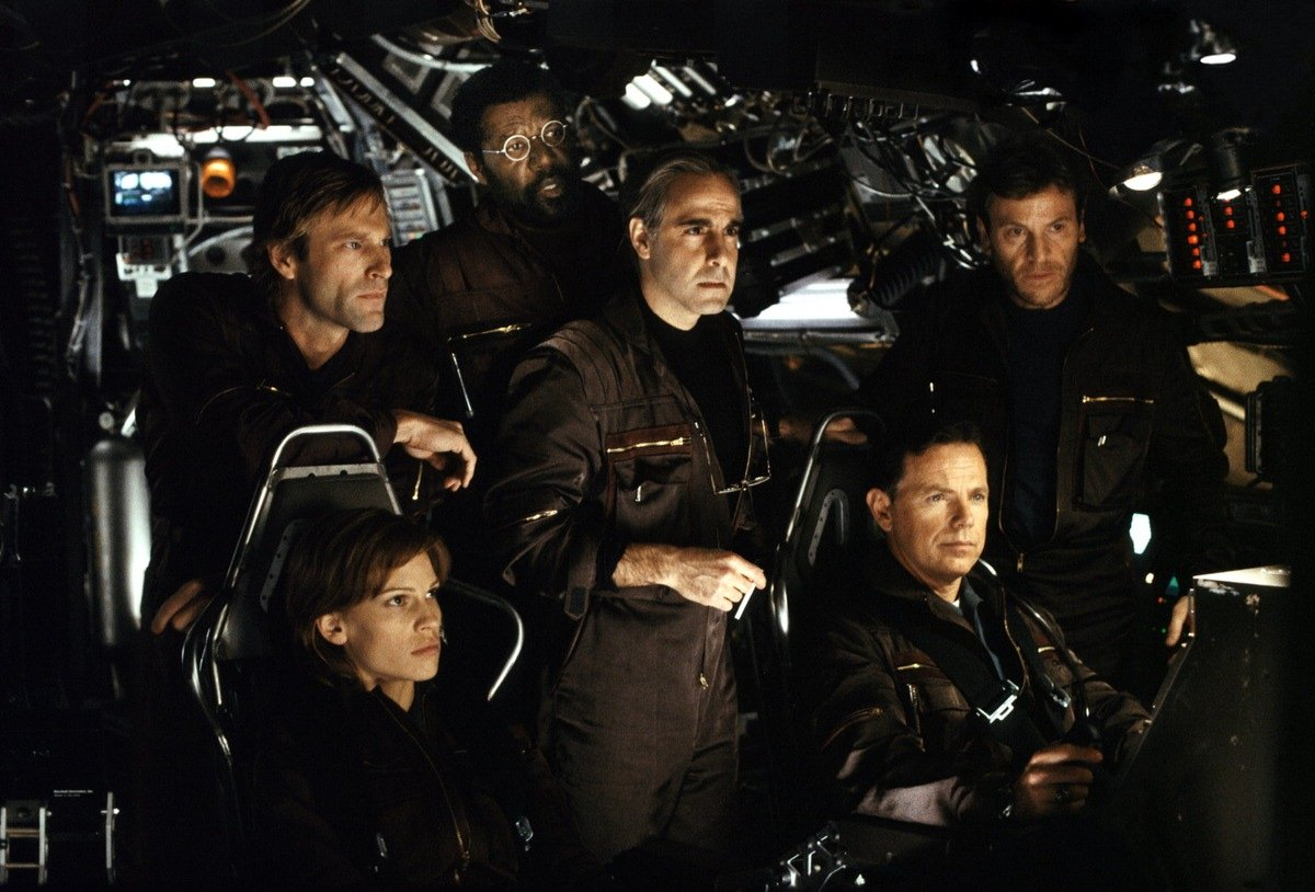 Aaron Eckhart, Hilary Swank, Delroy Lindo, Stanley Tucci, Bruce Greenwood and Tcheky Karyo in The Core (2003)