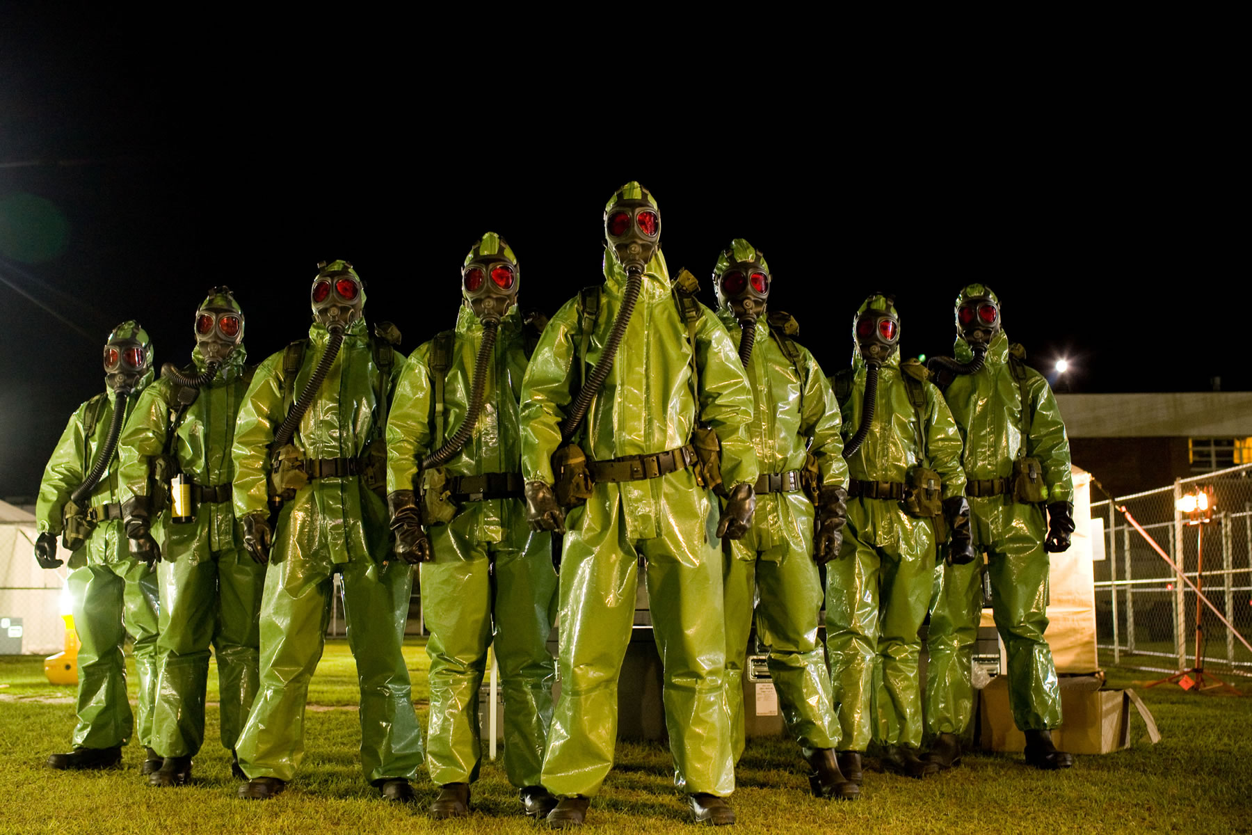 Sinister vac suited military in The Crazies (2010)