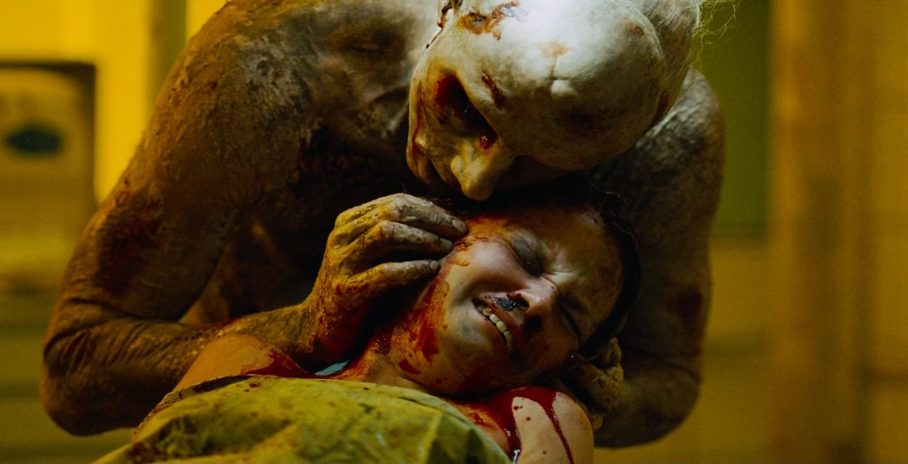 Craig (Sean Harris) attacks Kelly Scott in Creep (2004)