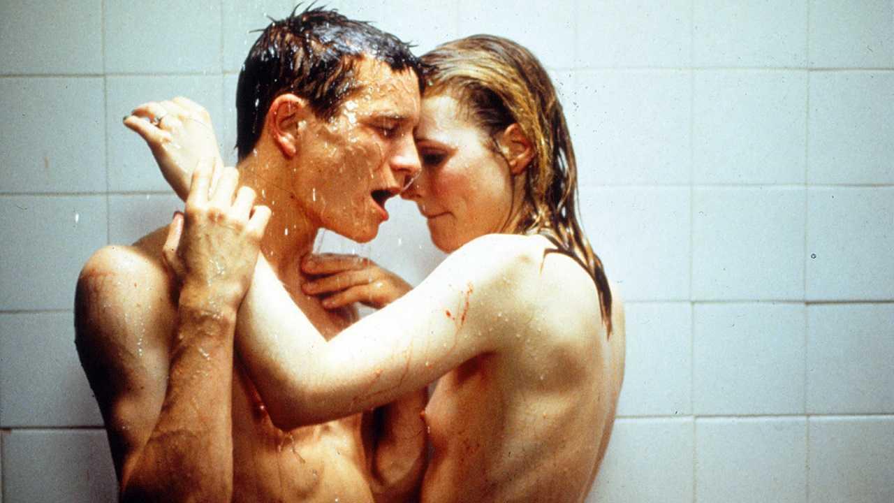 Luc (Jeremie Renier) and Alice (Natacha Regnier) in Criminal Lovers (1999)