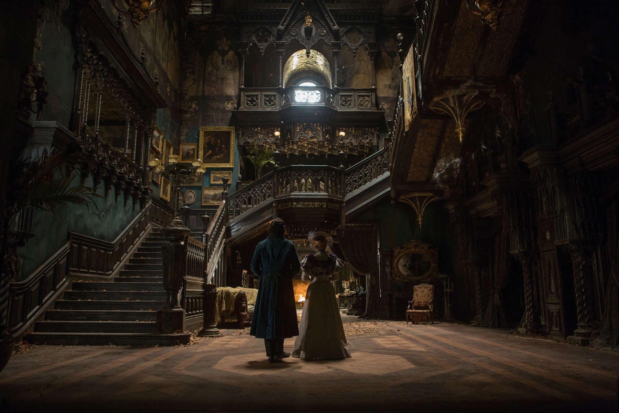 Stunningly designed haunted house set in Crimson Peak (2015)