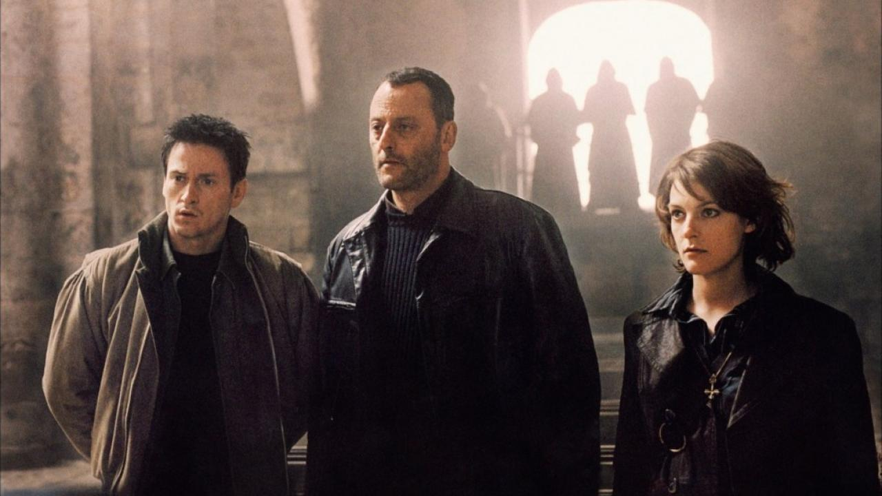 Investigating the murders - (l to r) Benoit Magimel, Jean Reno and Camille Natta in Crimson Rivers II: Angels of the Apocalypse (2003)