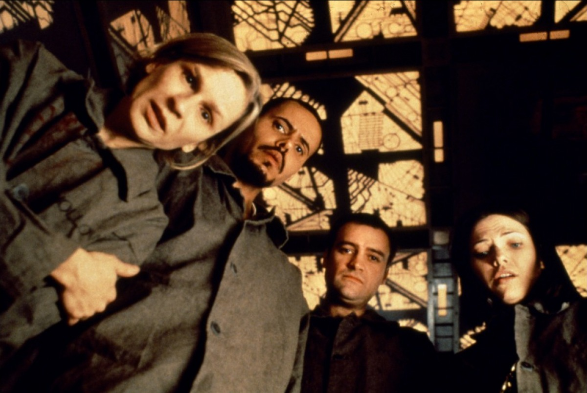 (l to r) Nicky Guadagni, Maurice Dean Wint, David Hewlett and Nicole de Boer in Cube (1997)