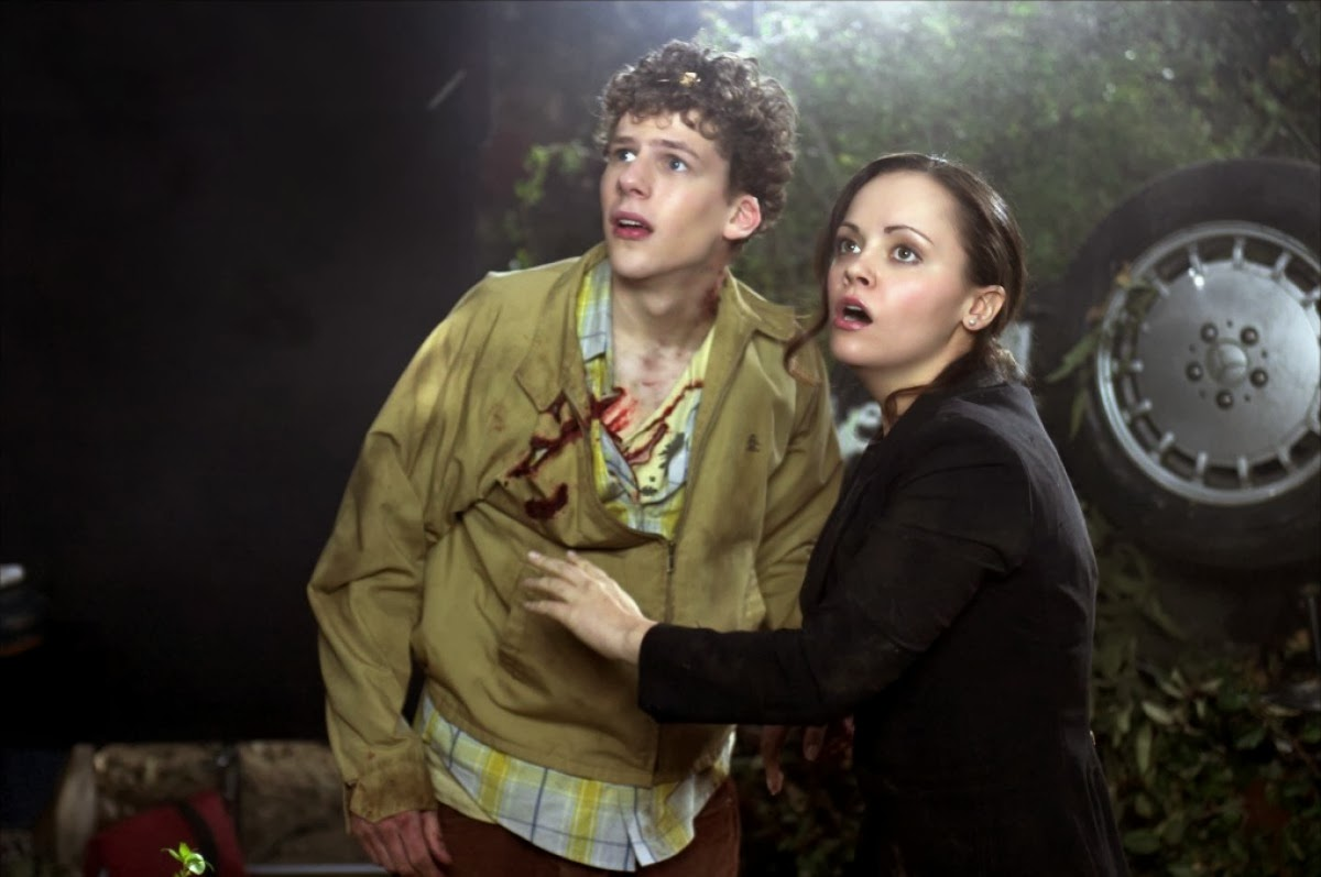 Brother and sister Jesse Eisenberg and Christine Ricci at the scene of the car accident in Cursed (2005)