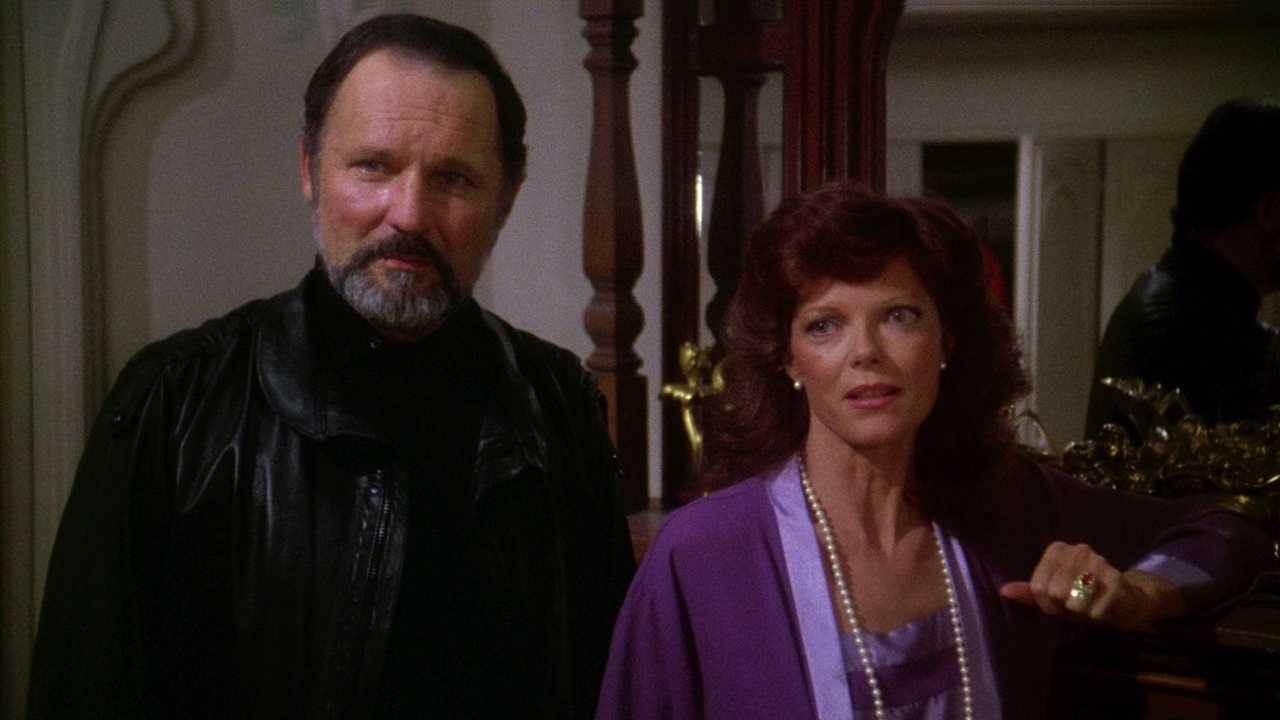 Director Jonathan Stryker (John Vernon) and actress Samantha Sherwood (Samantha Eggar) in Curtains (1983)